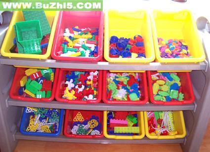 幼儿园门窗装饰:窗艺2;; 塑料积木材料活动区布置图片; 幼儿园活动区