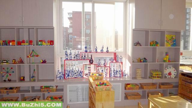 幼儿园室内环境布置;; 幼儿园小班室内布置图片:窗边布置; 幼儿园科学